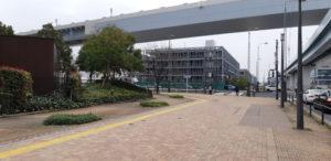 ゆりかもめ線の新豊洲駅の交差点